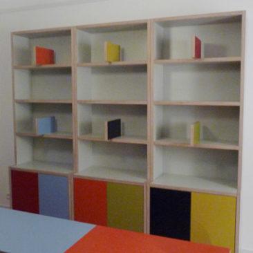 Boekenkast en tafel